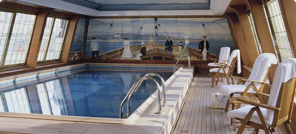 Le Bristol Pool